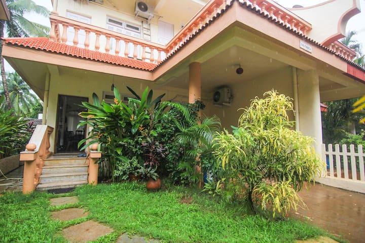 IVY VILLA- A Luxury Villa, next to Candolim Beach