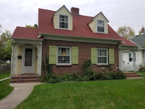 East Side Inn Cottage Next to City park, near UMM
