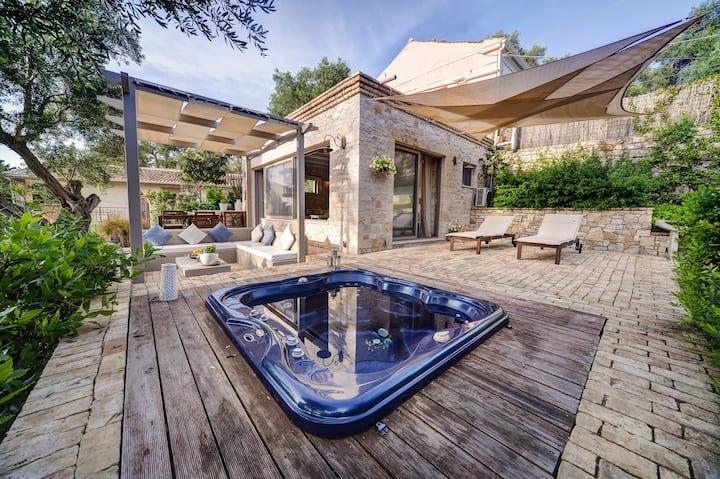 Areti Luxury Cottage with amazing bay view.