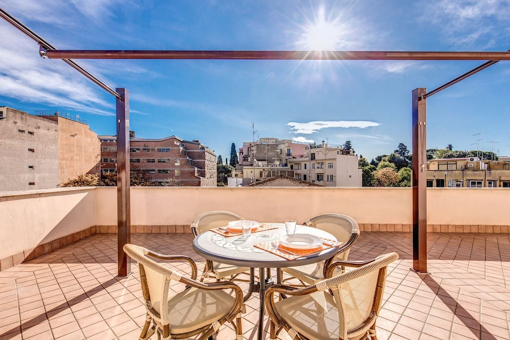 Awesome terrace san giovanni appartamenti in affitto a for Affitto uso ufficio roma san giovanni