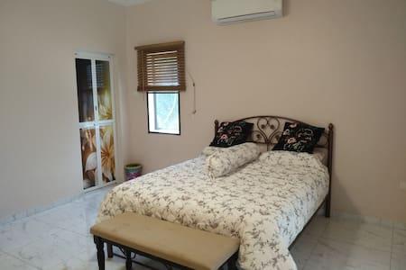 Sky View Villa Bed & Breakfast - Magpie Room