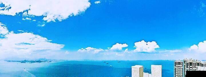 那片海,临海露台,大海边的公寓双床房201。看海上落日最佳位置。