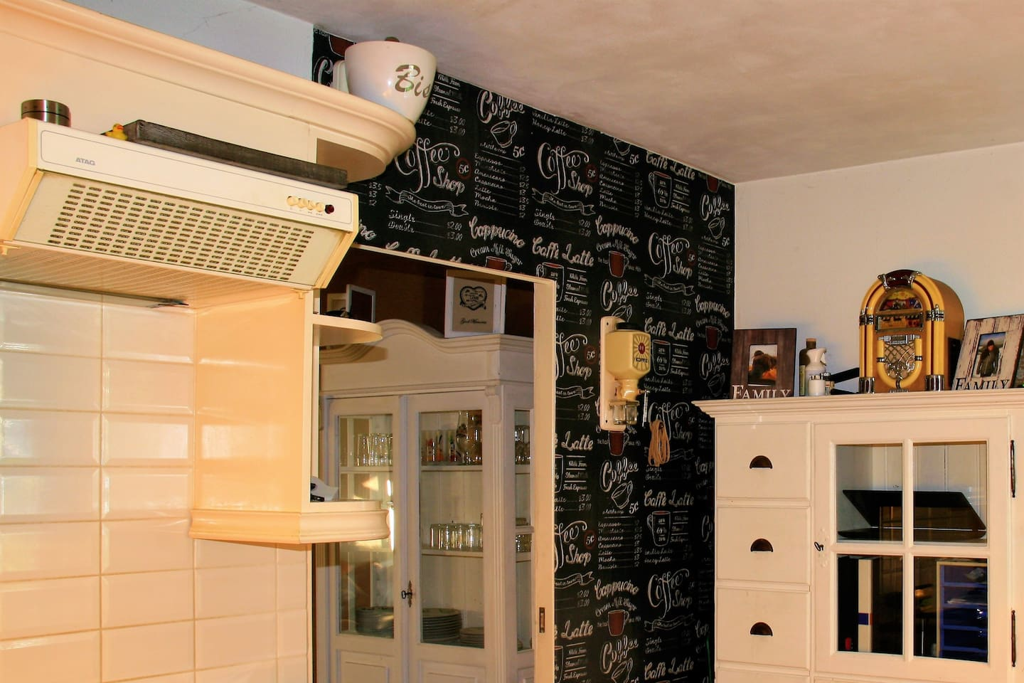 Nice kitchen with refrigerator dicewasher, cooking facilities and microwave. Plates and cutlery are also included.