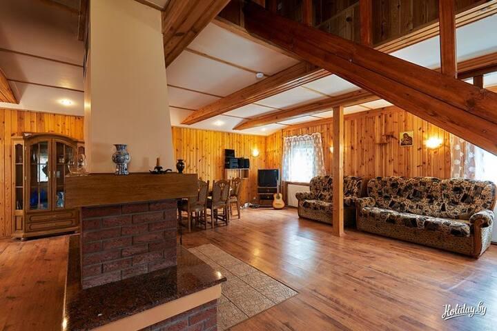 Зал где может поместится на 2-ух диванах 4 человека для сна.