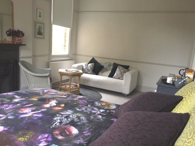 Contemporary and spacious room in Greenwich London