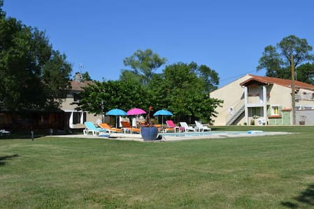 Gîte with heated swimming pool. - Saint-Papoul