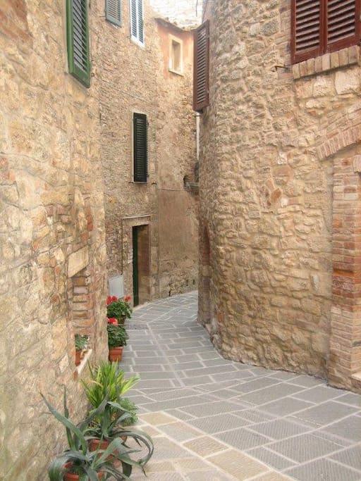 Via Virtuosi - Il borgo medievale di Rapolano Terme