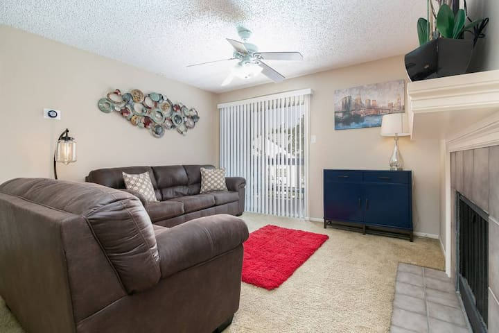 Like New Condo in San Antonio near Airport