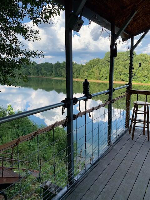 Relaxing Riverside Paradise!