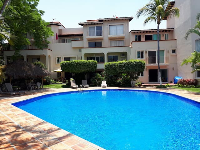 Exclusive flat overlooking the golf course & pool