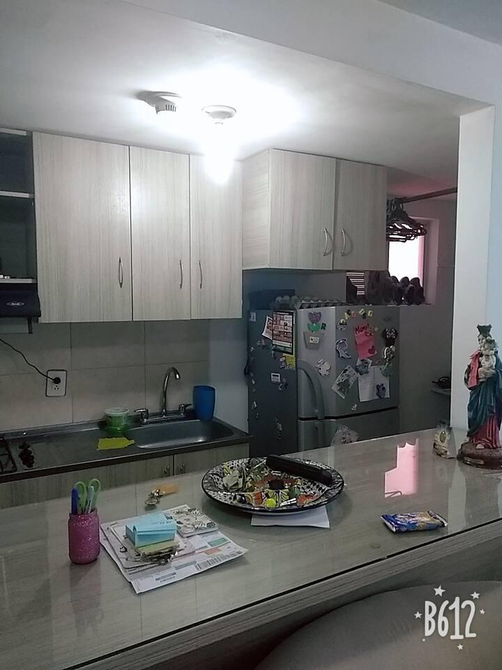 apartamento en el norte de tres habitaciones amobl