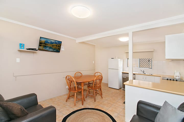 Pacific View unit 1 - Ground floor, comfortable budget style, Beachfront Rainbow Bay Coolangatta