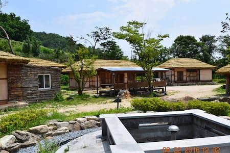 문화초가:죽령테마공원 (별빛초가 7인) - Punggi-eup, Yeongju