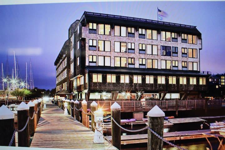 Beautiful comfortable condo on the wharf. Enjoy!