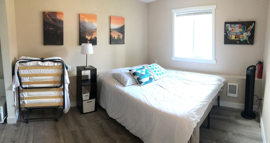 Private Room: Queen Bed + Single & Shared Bath