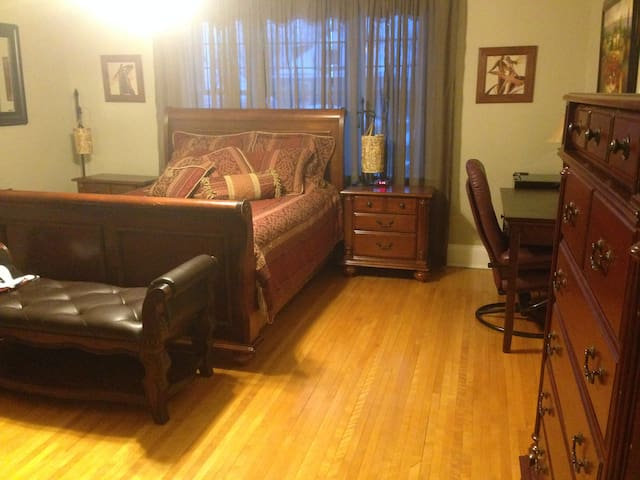 SP B&B on King - NEW Master Suite with Hot Tub!