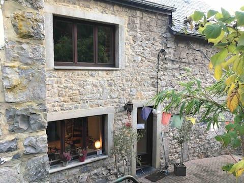 Maison au calme  au coeur du village de Maredret