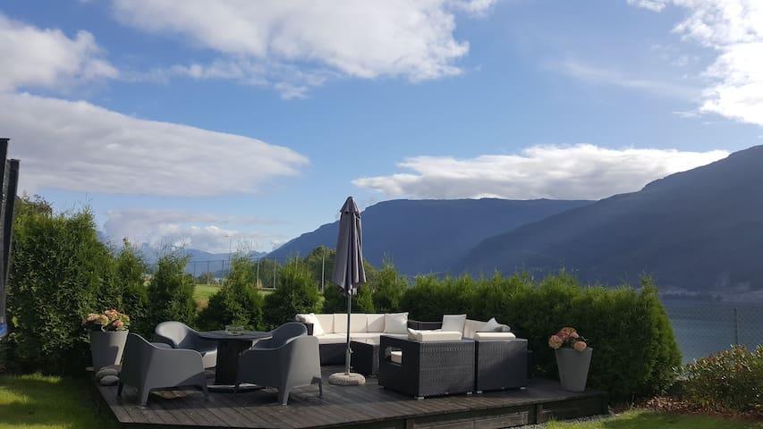 Moderne kjellerleilighet på Aga ved Sørfjorden