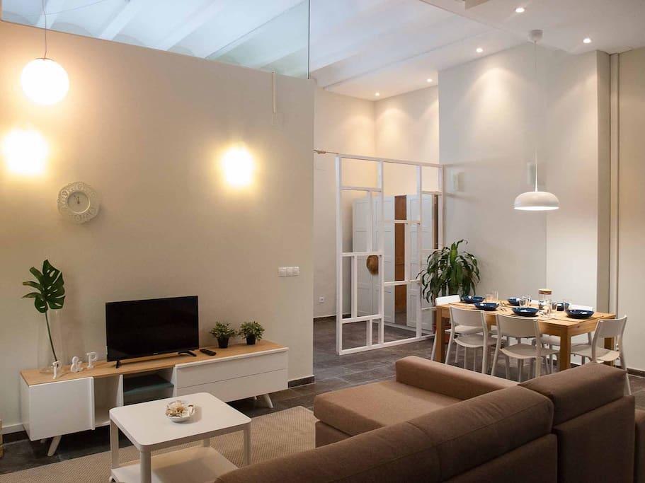 Panorámica de la zona de estar y comedor. Panoramic of the living and dining room.