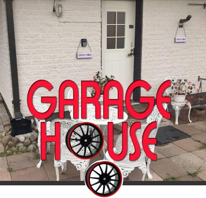 Garage house, entrance