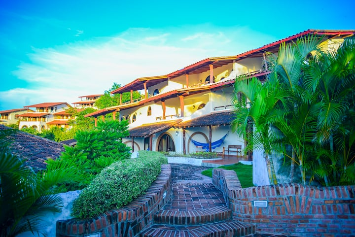 14 Guests, 3 Story Villa & Beach View, Pool, BBQ