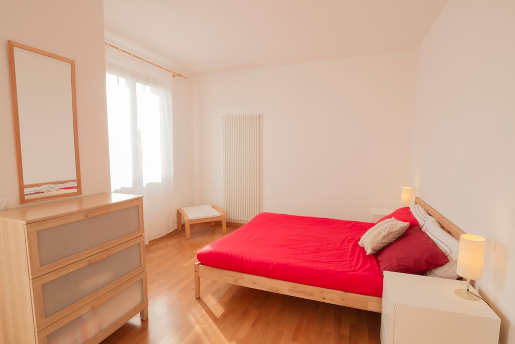 Camera con letto matrimoniale con terrazza - Bedroom with queen-size bed with terrace