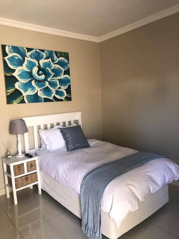 3/4 bed with a comfy down duvet.