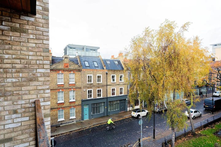Chic and modern 1 bed with Shard Views