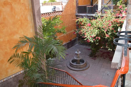 Single Room DowntowCOMMONBath&Showr - Santiago de Querétaro - Guesthouse