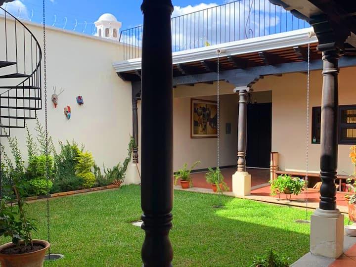 Casa colonial a pasos del centro de la Antigua
