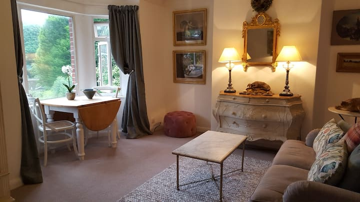 Sunny STEYNING apartment, great location