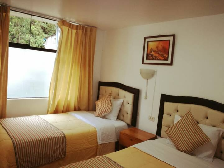 Habitaciones con baños privados y buena comodidad