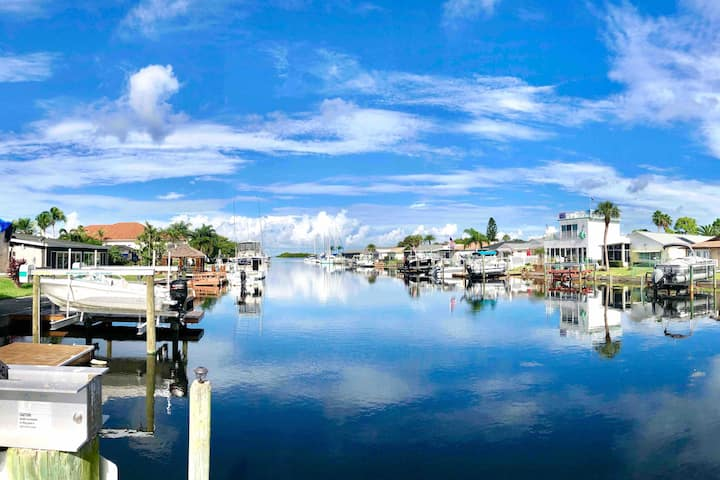 GULF WATERFRONT• Bungalow Oasis • BOAT DOCK AVAIL