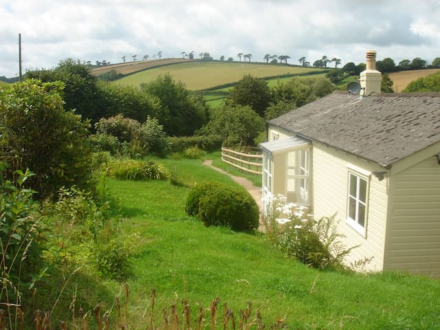 Devon Country Cottage, pretty, great location.
