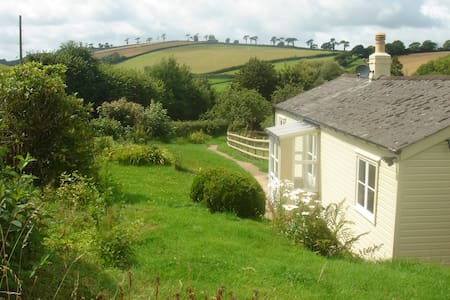 Devon Country Cottage, pretty, great location. - Modbury - Бунгало