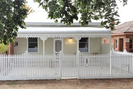 Kips Cottage: fresh + central - Bendigo