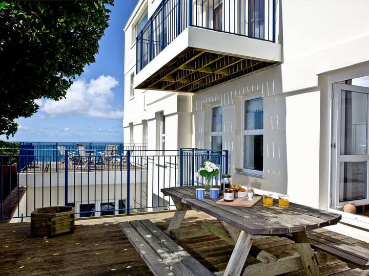 5 Devon Beach Court (BC5DBC)