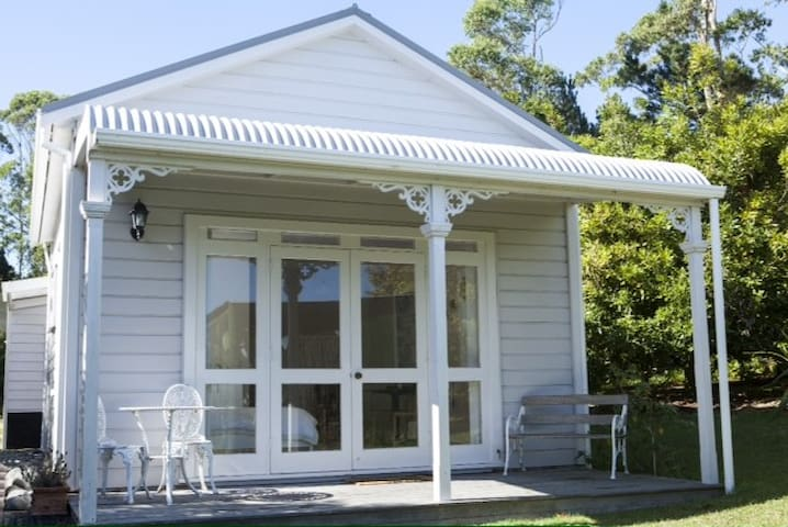 The Nut Cottage - Helensville - Guesthouse
