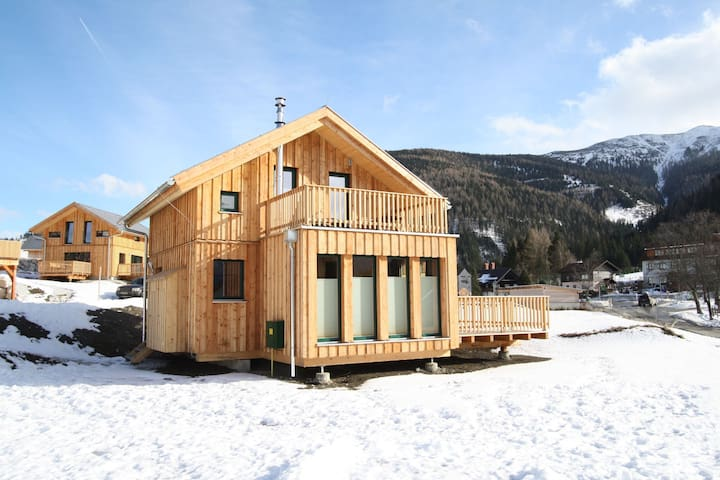 Upscale Holiday Home in Hohentauern with Sauna & Views
