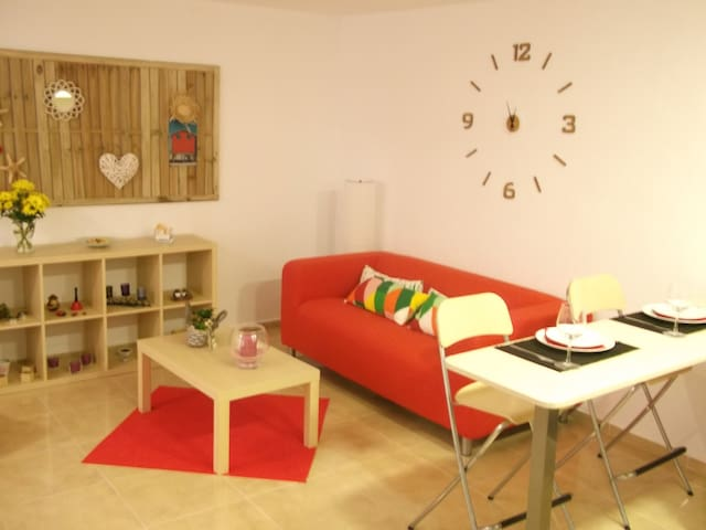 Cozy apartment (200 mts from  beach)-pet friendly