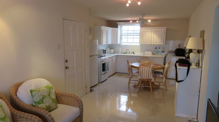 Maxwell - 2 Bedroom Apt  -  A home away from home