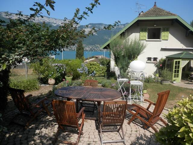 Lake Annecy - Village Sevrier: Charming house for