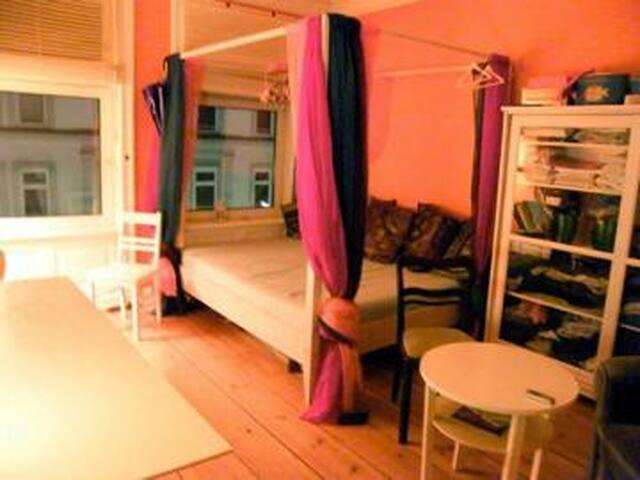 zentrales Zimmer In St. Georg - Hamburg - Apartment