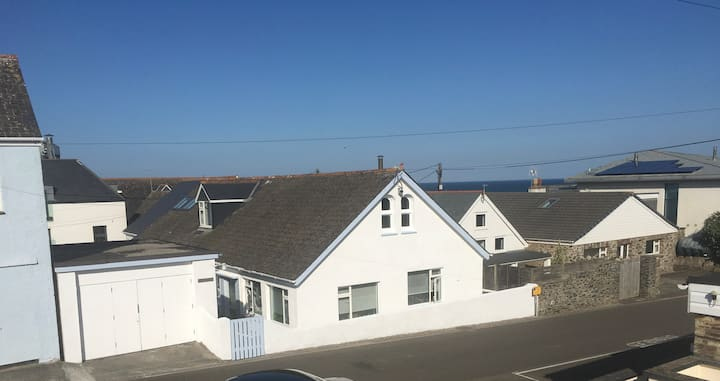 2 Bedroom Cottage 100 Meters from Polzeath Beach