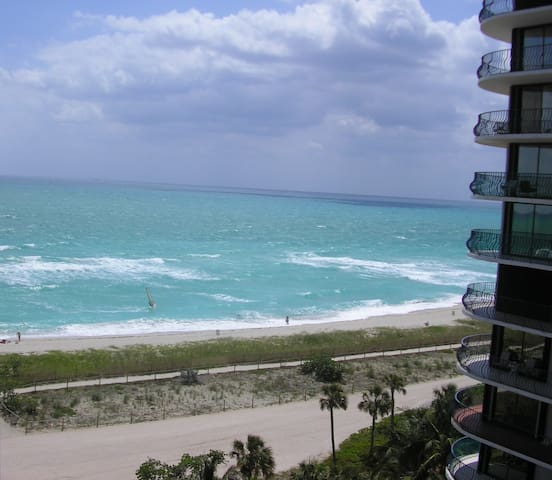 Beautiful 1BR at the Beach in fabulous Location - サーフサイド