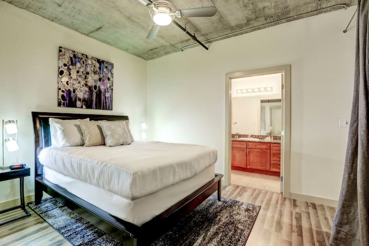 Unmatched Downtown 2 Bed Loft!