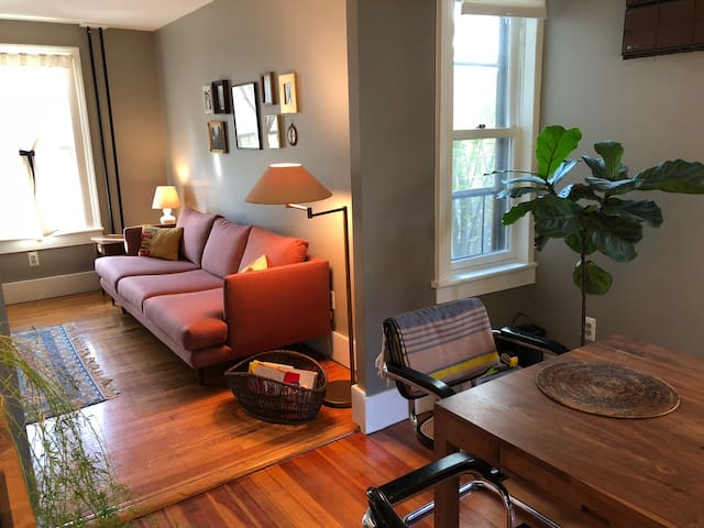 Quaint, sunny & stylish 2BR gem in prime Rondout