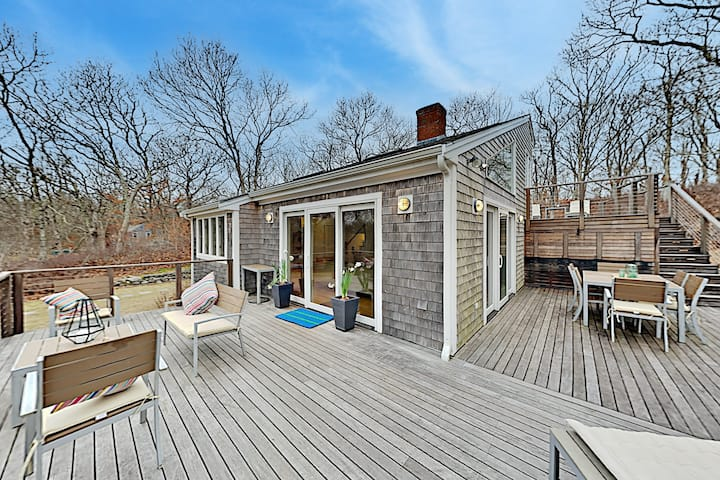 Secluded 2-Acre Hideaway | Fireplace & Big Deck