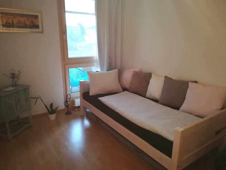Zimmer mit schönem Balkon, 5 Min. bis Aarau