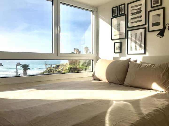 Red Gordon Beach View Apartments
